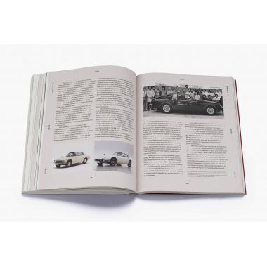Japanese Design Since 1945: A Complete Sourcebook